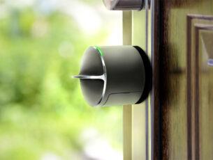 Salto 2 -Danalock 3 DV3-on-open-door_green-nature4600px(ENT_ID= kopiëren